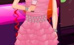 Selecciona una pulsera a juego con el vestido de la chica en 'Fiesta de Fin de año'